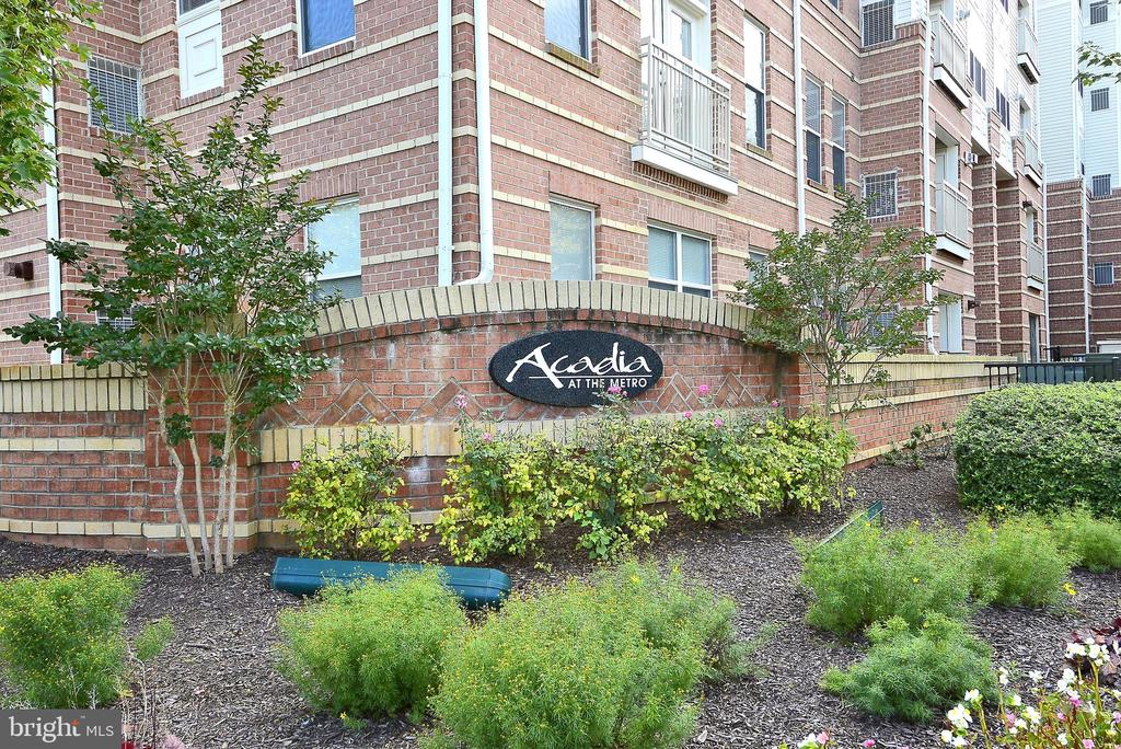 9480 Virginia Center Blvd #411, Vienna, VA 22181