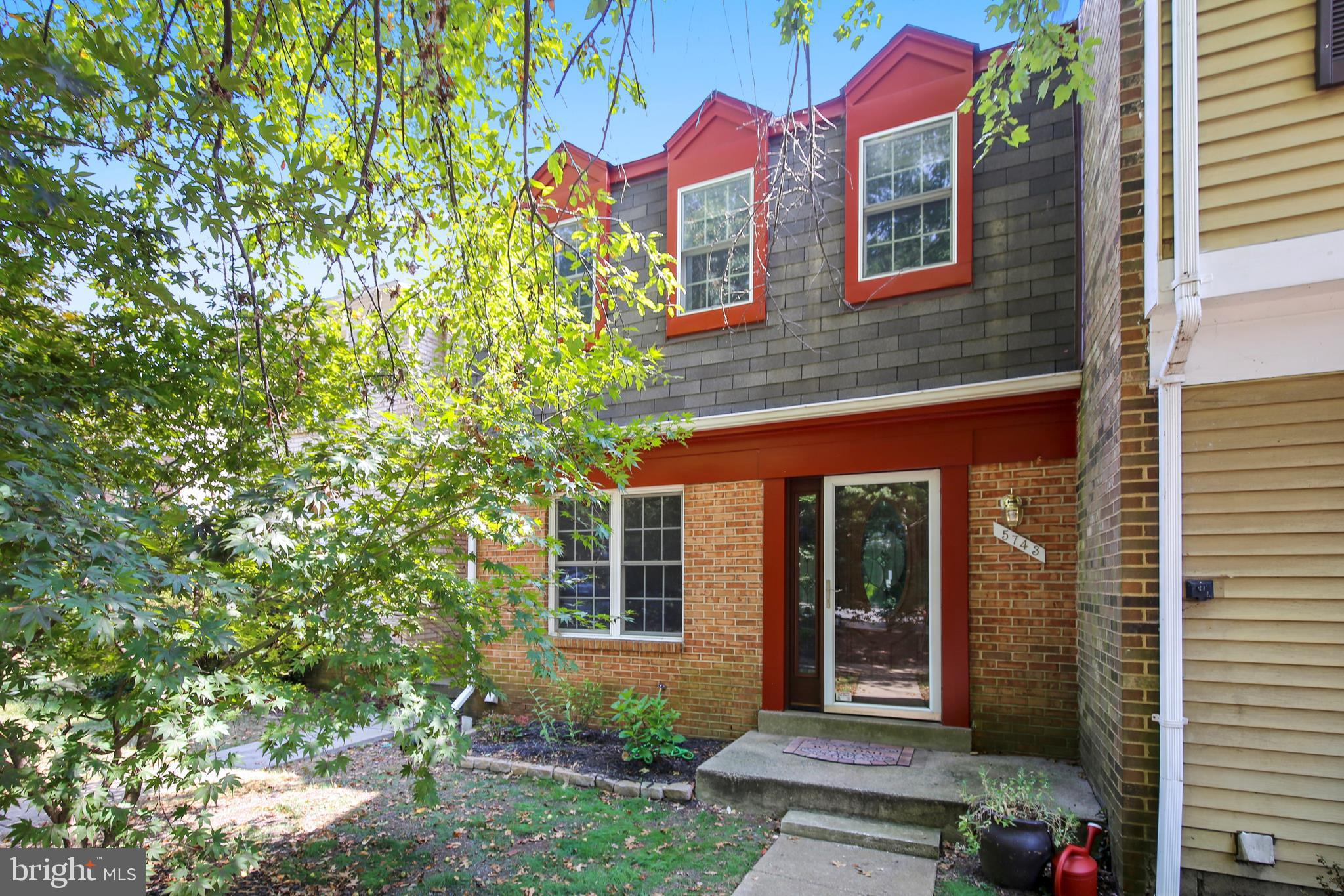 Open this Sunday from 2-4. Charming TH