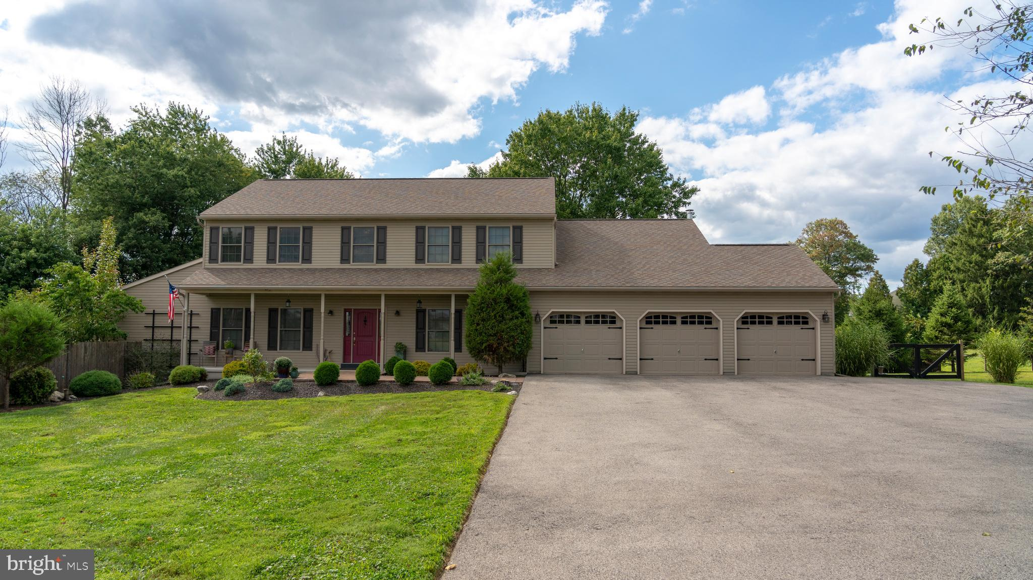 3852 DARK HOLLOW ROAD, FURLONG, PA 18925