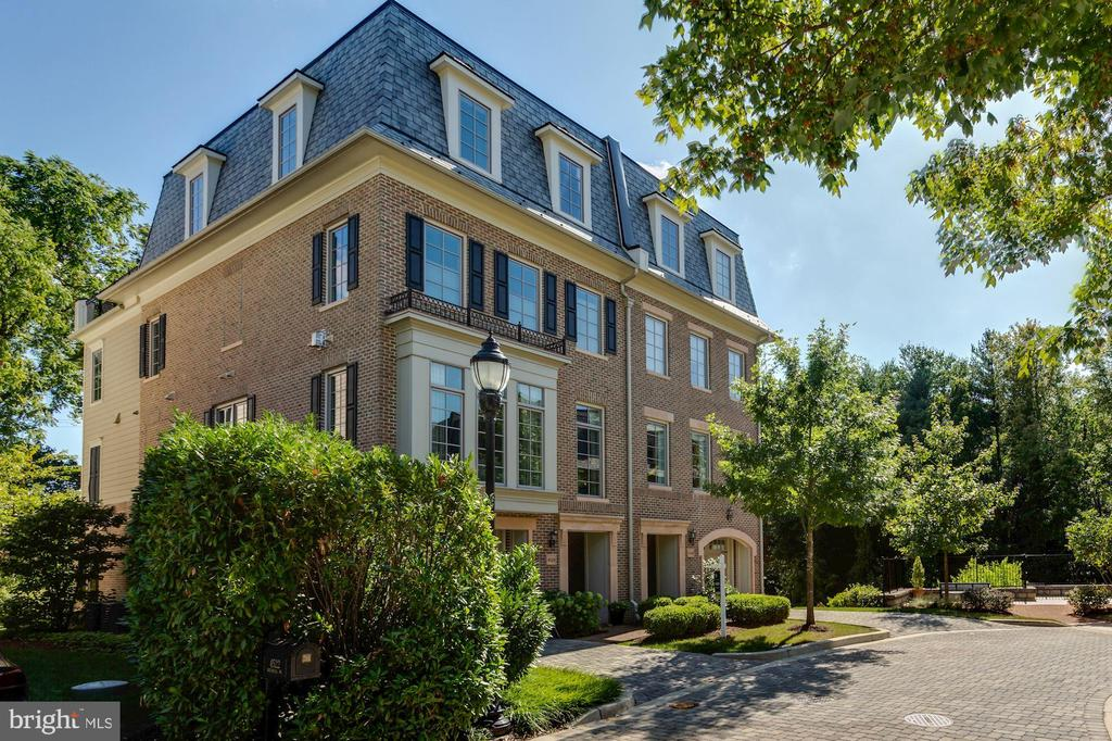 Beautiful end unit townhome located in Foxhall Ridge with a premium location, surrounded by a park-like setting of cleared grass and private wooded boundaries providing Potomac River views. Offering more than 4,00 sqft, this is the largest townhome model in the neighborhood with a private elevator to all floors, three bedroom suites and an optional fourth/den, four full bathrooms and one half-bathroom. Modern finishes adorn the home throughout, including a suite of Viking appliances in the kitchen, a master bathroom that features a separate soaking tub, dual vanities, water closet, and heated floors, as well as a smart home control system with built-in speakers. The upper floor loft acts as a fantastic entertaining space, taking full advantage of the fabulous views, with an indoor/outdoor fireplace that connects to the private roof terrace. Only blocks from Georgetown, and equipped with its own private garage, & driveway, this home is most convenient and accessible.