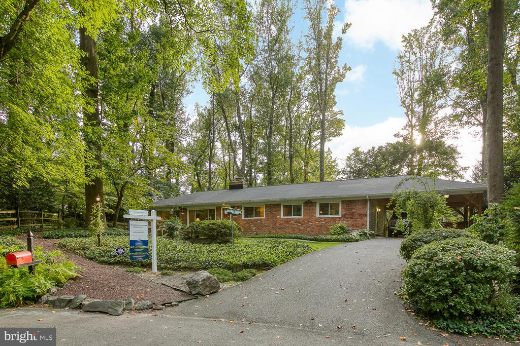 3724  WOODLAND CIRCLE, Falls Church, Virginia