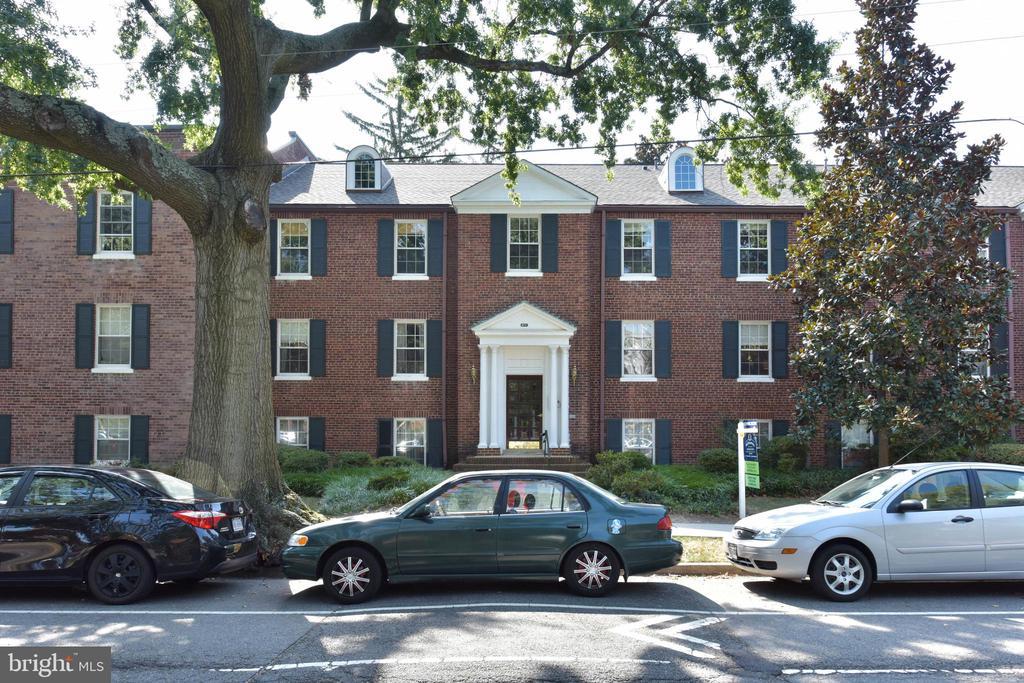 400 Commonwealth Ave #204, Alexandria, VA 22301