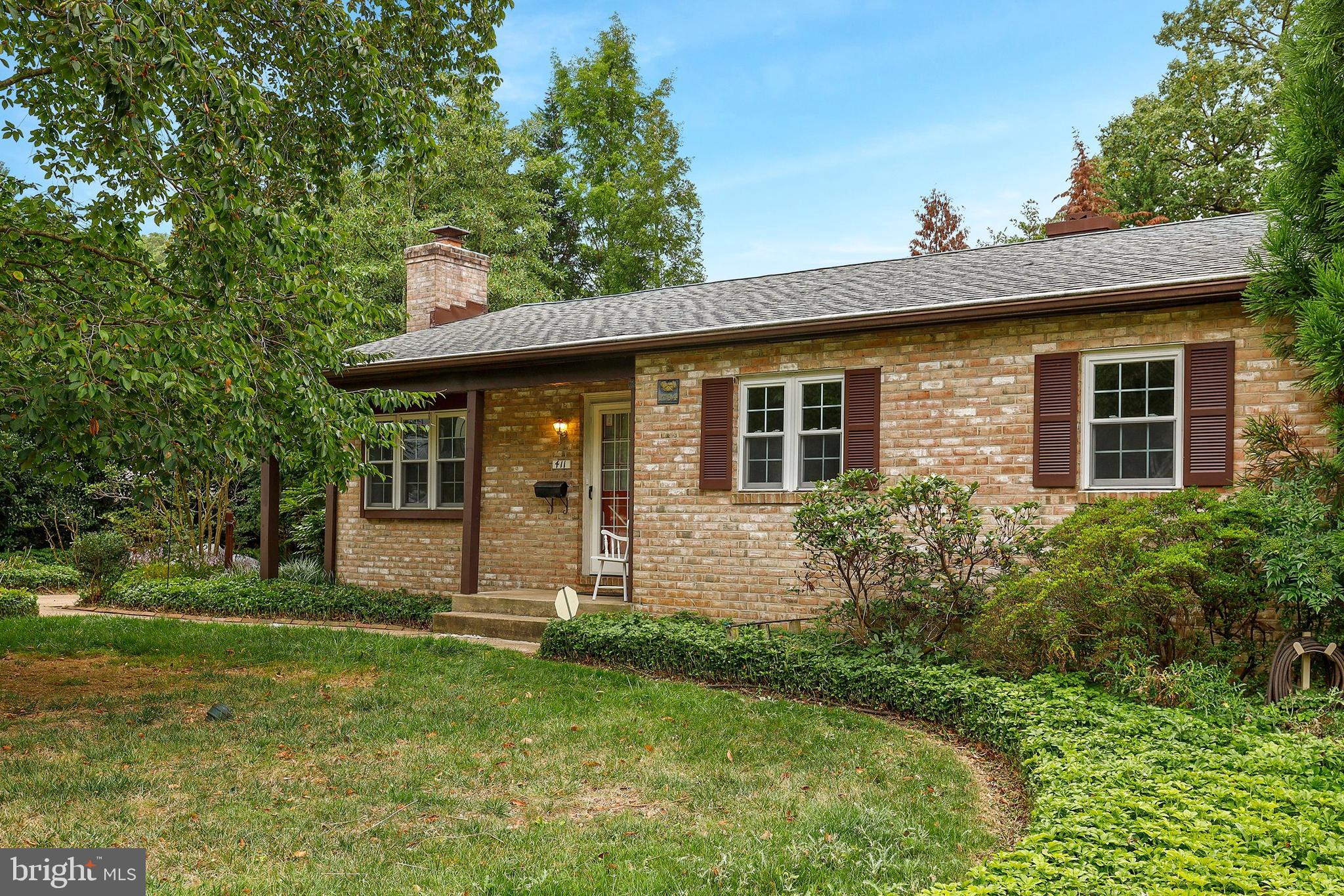 Don't miss this gem in Woodbridge Valley! Gleaming wood floors throughout main level. Spacious living room with wood burning fireplace. 2019 renovations of both full bathrooms and new stainless steel kitchen appliances. Finished lower level with powder room. Lots of natural light throughout. Welcome Home!