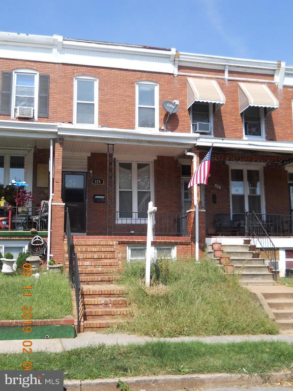 Great value for the money this property offers 3 bd 2ba,kit island,w/w carp,wood flrs,finished bsmnt,CAC,washer,dryer.PRICED TO SELL!!*large rooms,FDR,FLR,EIK take advantage of the local grants available.
