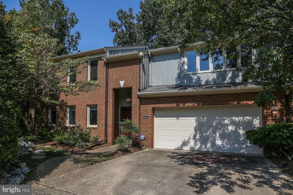 1709 Maple Hill Pl, Alexandria, VA 22302