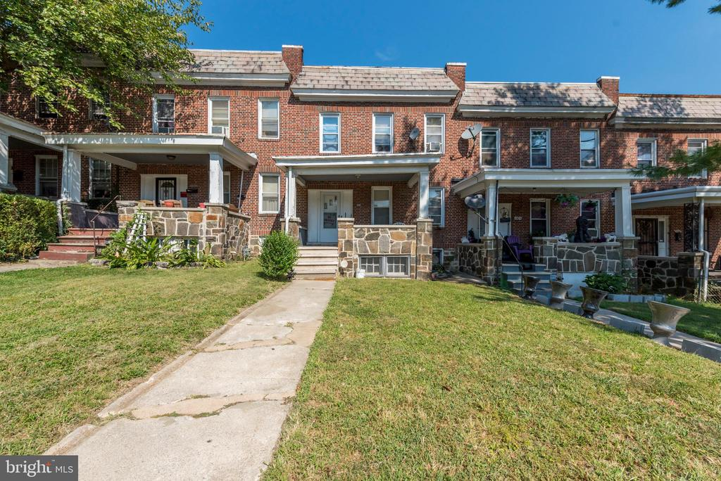 Iconic Baltimore front porch, perfect for the D.I.Y. owner or investor, 3 Bed, 1 bath townhome, As-Is.