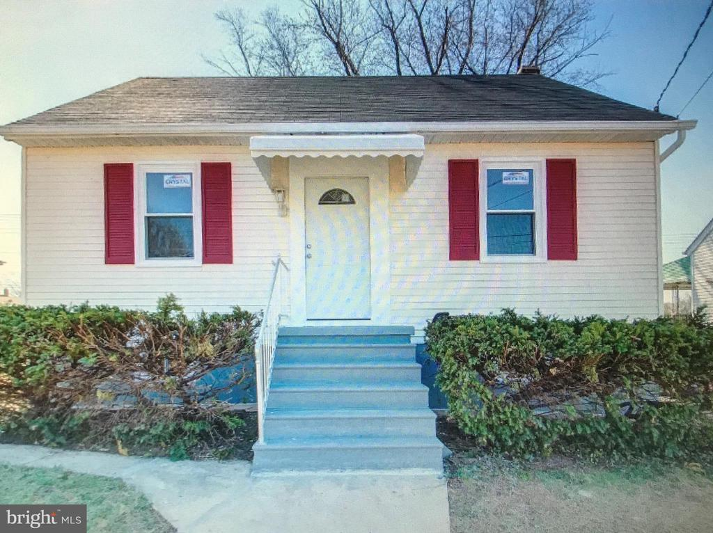This is a cute home with lots of extra's.  Motivated seller, and  priced to sell.  Please don't miss this cute, quaint home.