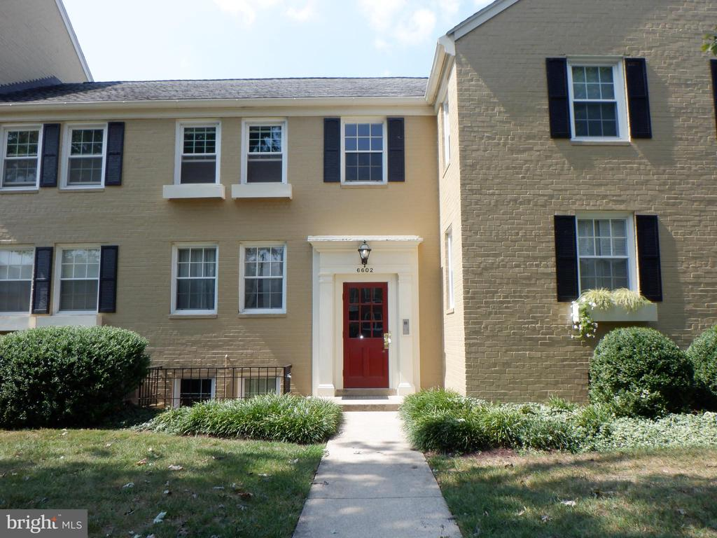 6602 10th St #B1, Alexandria, VA 22307