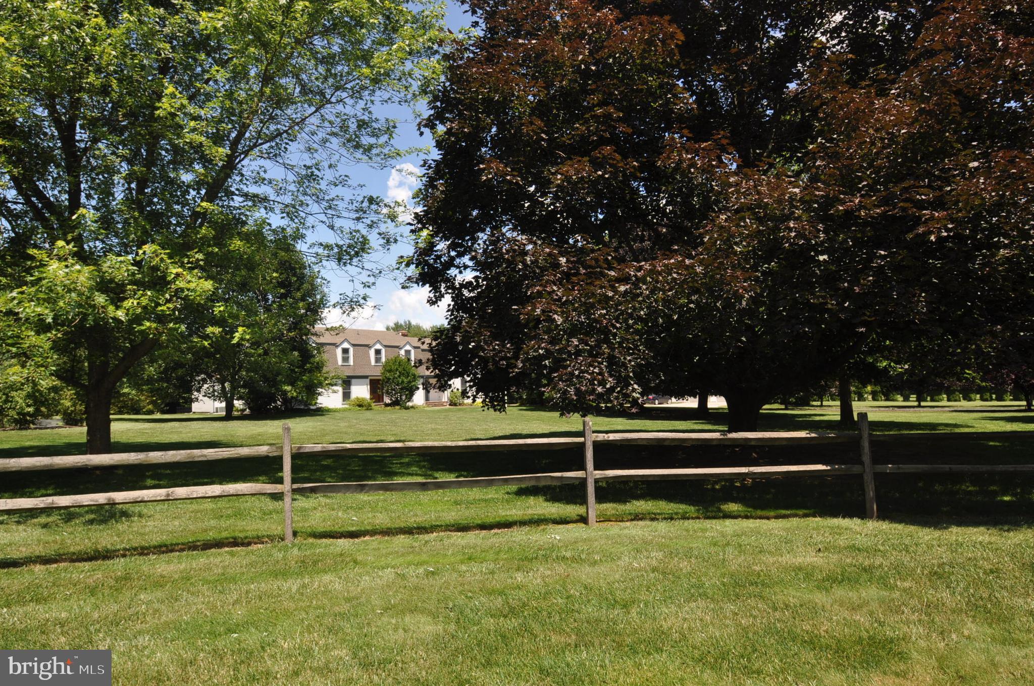 5 TULIP TREE DRIVE, BURLINGTON, NJ 08016