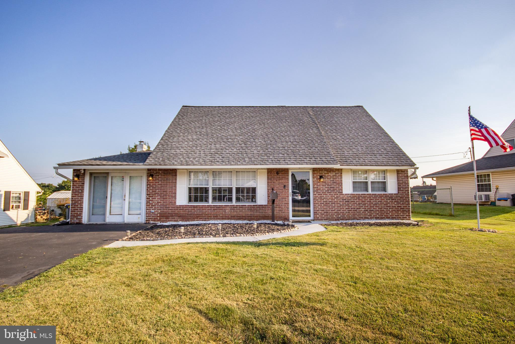 6 CANDYTUFT ROAD, LEVITTOWN, PA 19057