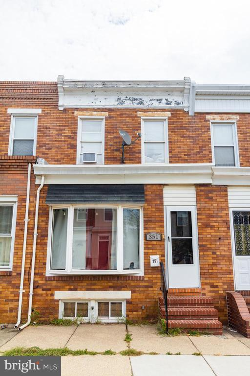 GREAT FOR INVESTORS TURN KEY  TENANT OCCUPIED  UNTIL MARCH 2020 CURRENT RENT IS $1,300 A MONTH.   THIS 2 BEDROOM 2 BATH BAYVIEW TOWN HOME. WITH PARKING OFFERS UPDATED KITCHEN AND BATHS HARDWOOD FLOORS LARGE UNFINISHED BASEMENT.  AGENT IS OWNER
