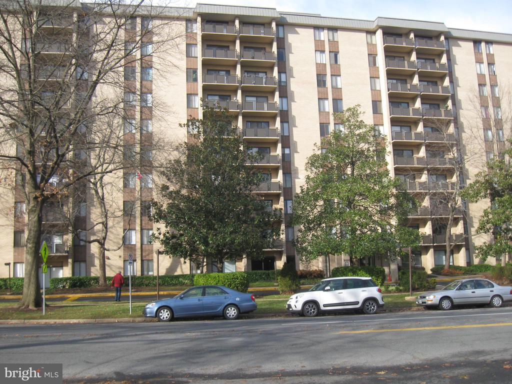 3100 S Manchester St #708, Falls Church, VA 22044
