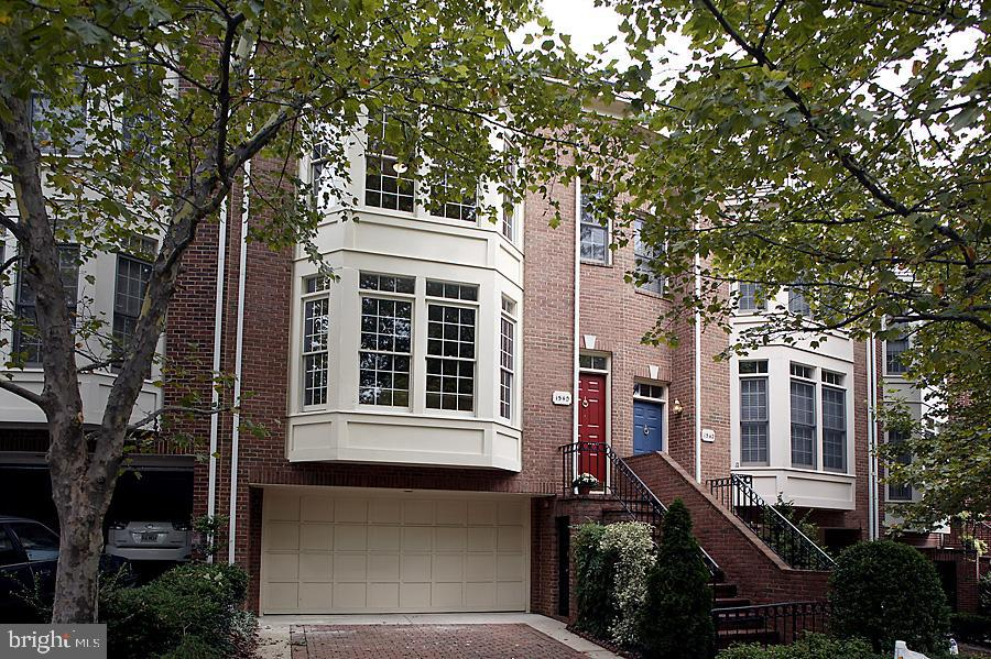 1540 Colonial Ter