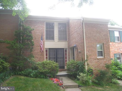 2004 Highboro Way, Falls Church, VA 22043