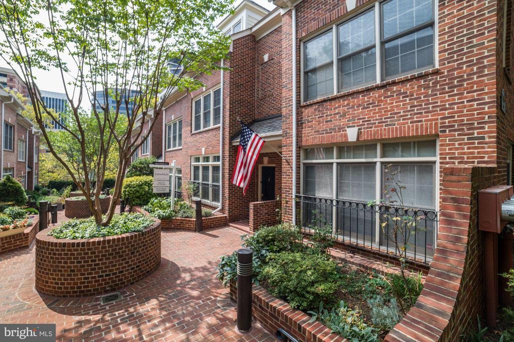 1505-B N Colonial Ter, Arlington, VA 22209