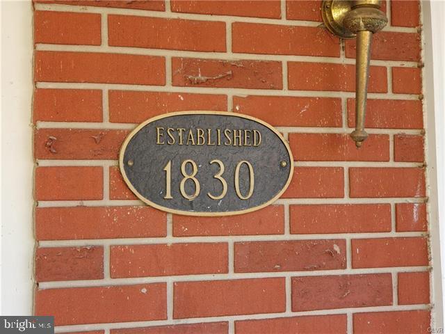1196 VALLEY ROAD, TAMAQUA, PA 18252