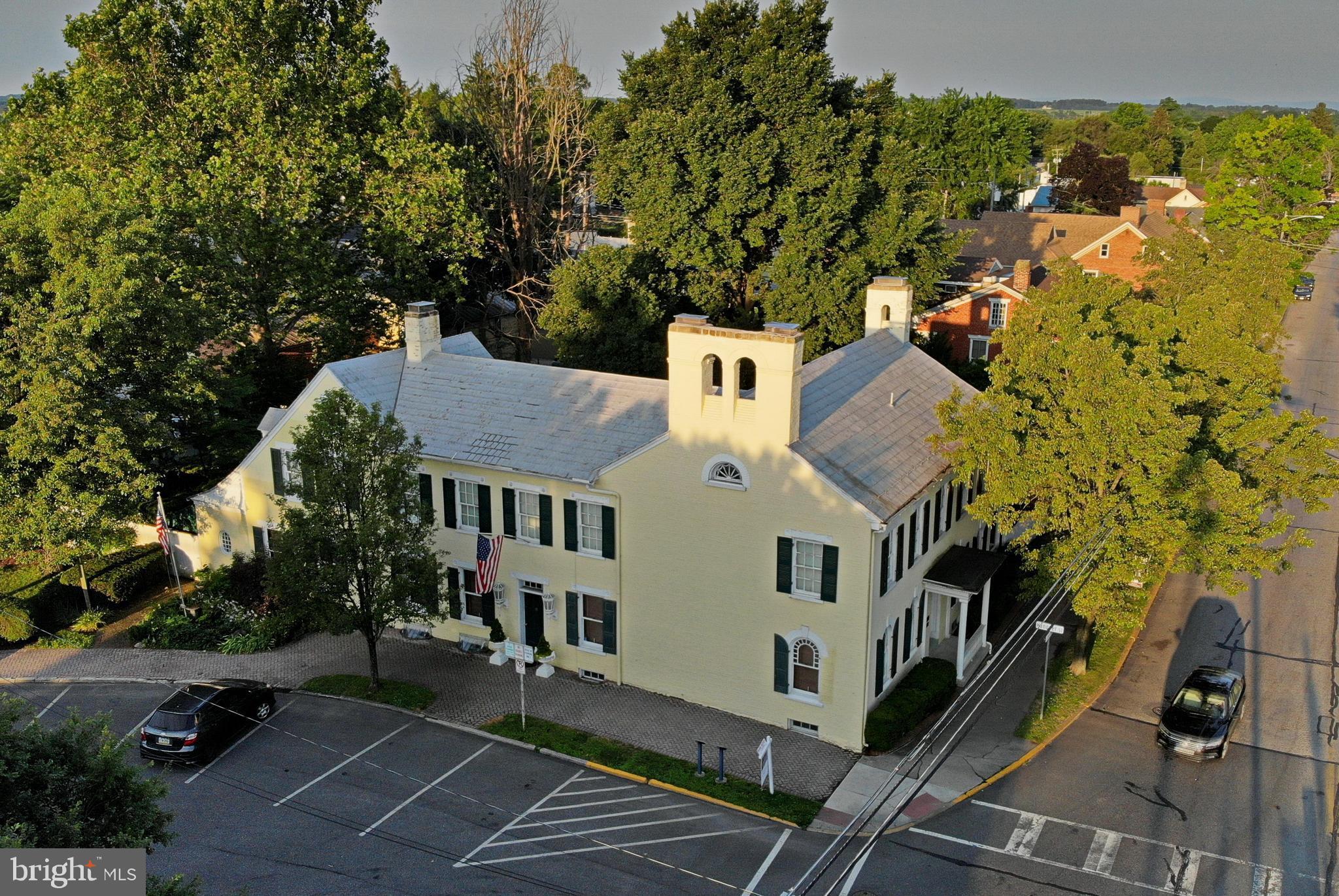 19 CENTER SQUARE, NEW OXFORD, PA 17350