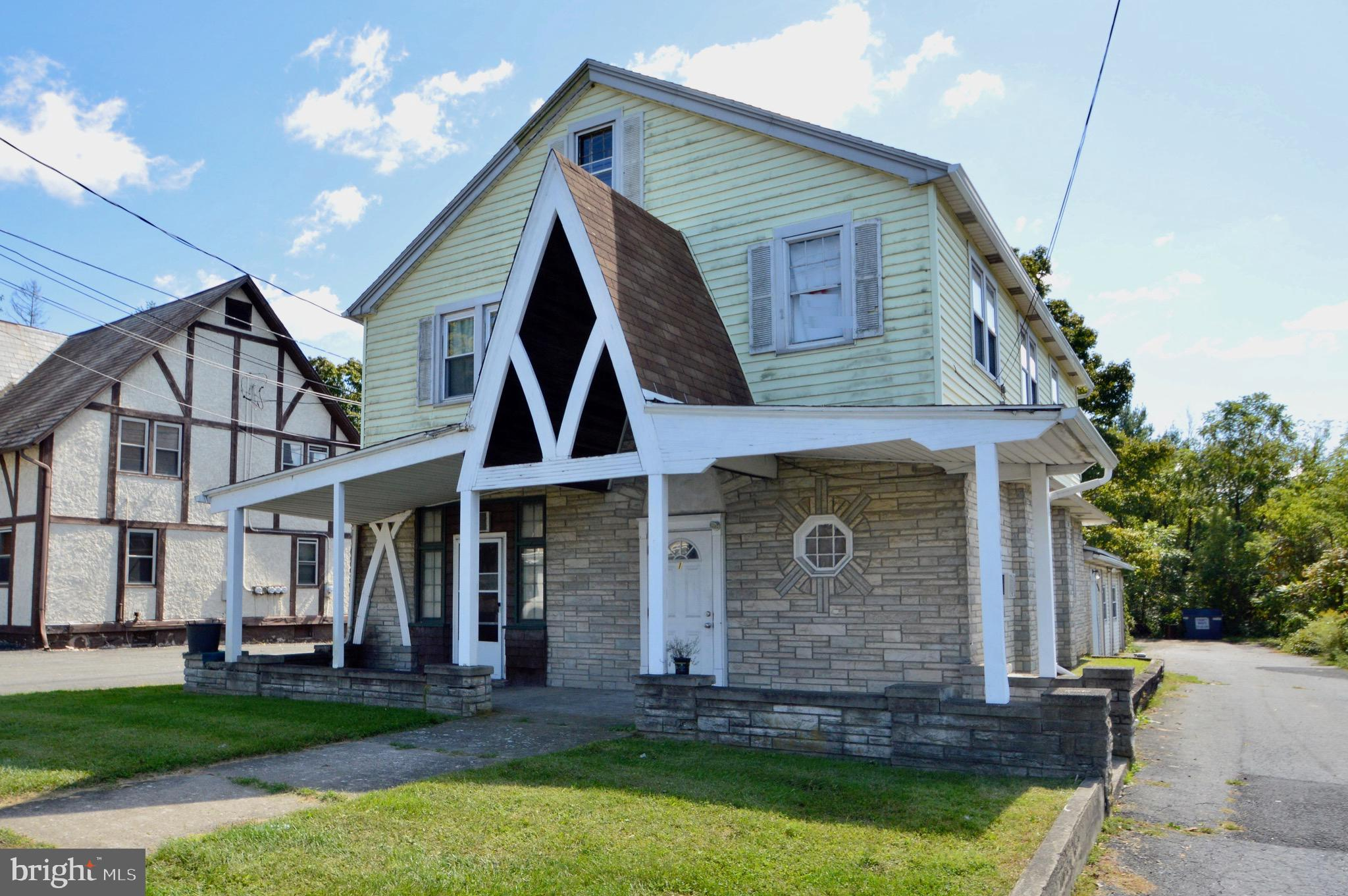 1824 ROUTE 209, BRODHEADSVLLE, PA 18322
