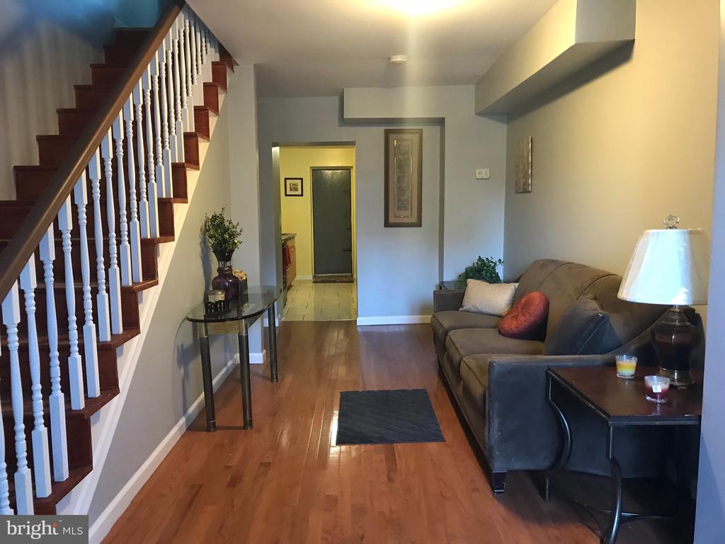 Newly renovated home in Franklin Square community. Close to downtown Baltimore, minutes away from 295 and I-95 highway. Property located in center of nearby hospitals and schools.  Beautiful eat-in kitchen, hardwood floors and updated bathroom.  Bring all offer!!!