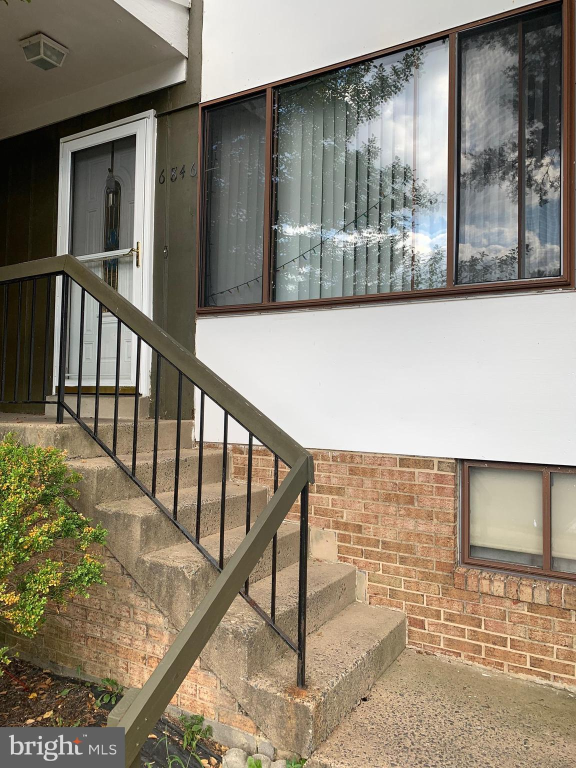 THIS 3-LEVEL, 3-BEDROOM, 2-FULL AND 1-HALF BATH TOWNHOME IS A SHORT SALE AND IS BEING SOLD AS-IS. PLEASE CONTACT YOUR AGENT FOR A SHOWING. THERE IS ONE BANK/ONE LENDER. THANKS FOR YOUR OFFER, LOOK FORWARD TO WORKING WITH YOU.