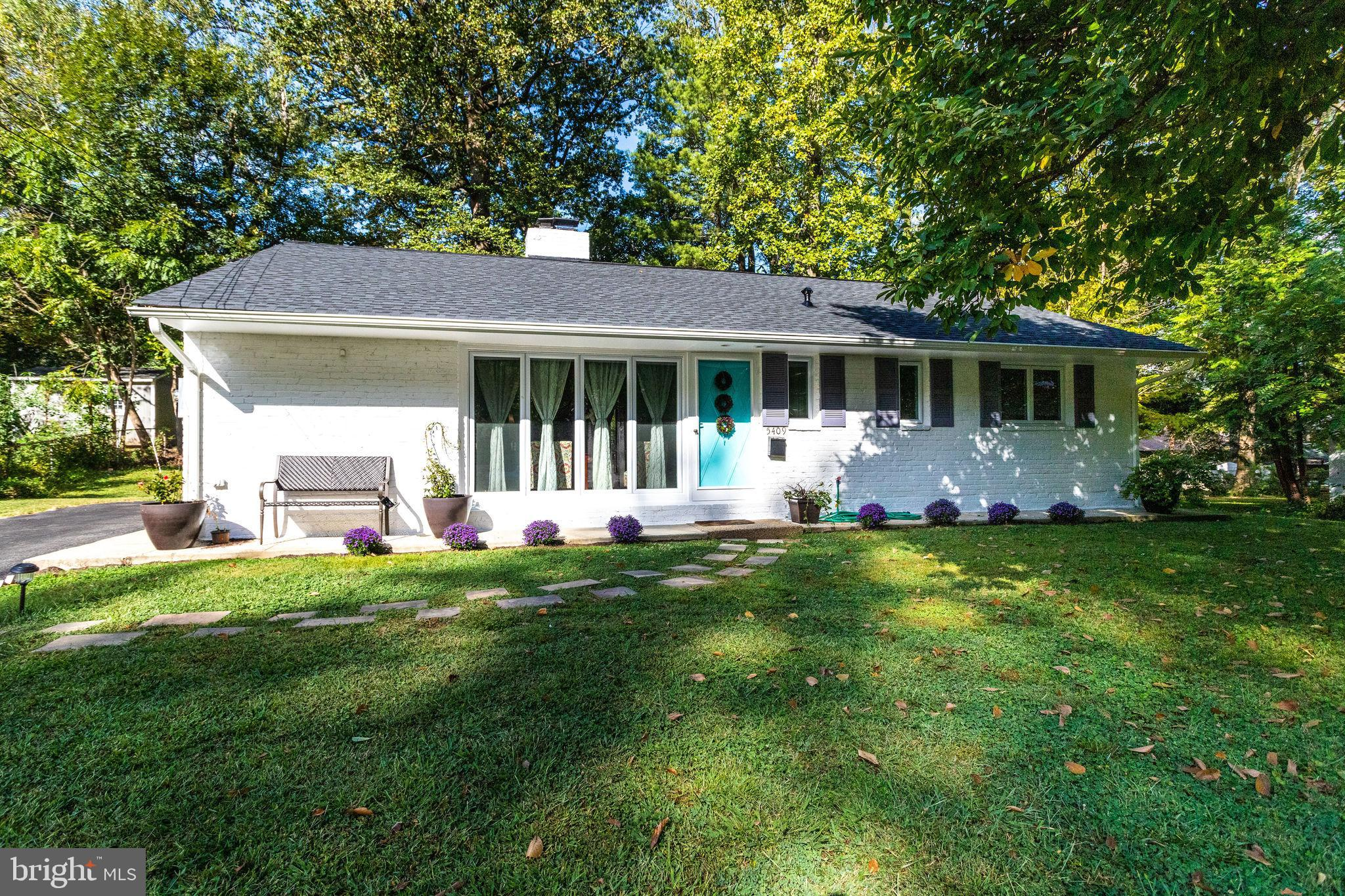Charming, well maintained, one level gem in North Springfield, 3 Bedrooms 1 and Half Bath, and an addition that could be used as a 4th bedroom, office/Den.  Nicely updated! Fresh paint, gleaming hardwoods, Renov kitchen with granite, SS appliances, Recessed lights, New Roof Aug 2019 w/architectural shingles and New gutters, Separate Laundry Room with full washer and dryer, Fire place. Shed, Patio, Large driveway, Very nice size backyard, Perfectly located in a beautiful and quiet area conveniently close to all commuter routes - 95, 395, 495 , Braddock with close access to HOV lanes.