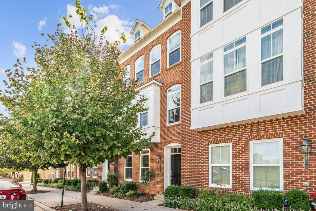9550 Canonbury Sq, Fairfax, VA 22031