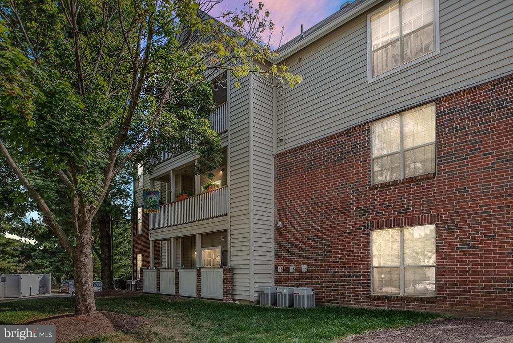 **OPEN HOUSE Sunday 9/22 from 1 pm - 3 pm! Just stop by!** Modern 2nd floor unit has dual master suites with 2 full baths in highly sought after Penderbrook! Upgraded water fixtures and a new glass-top range, stove, and microwave in the kitchen. Open layout with ample pantry and storage space. Large private balcony and full size washer/dryer. Close to 1 of 2 pools , club house, car wash and other amenities. Walking distance to public transportation. Easy access to I66 and minutes from Vienna Metro and Dulles airport.