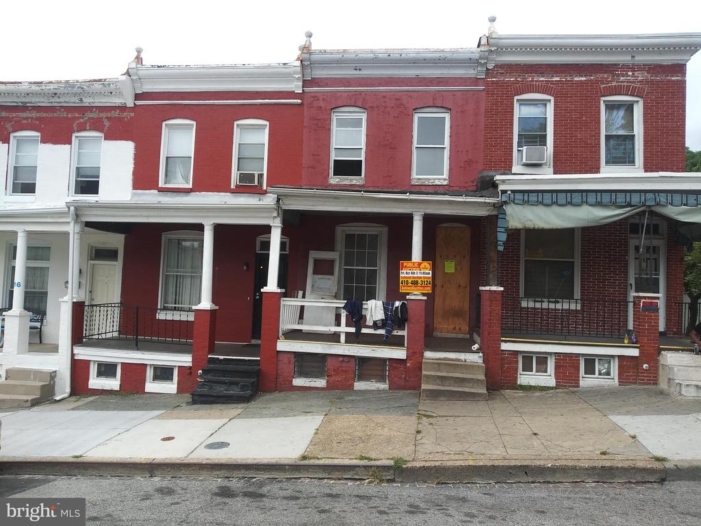 POST-AUCTION: CALL OFFICE TO BUY NOW!  2 Story Townhome in Booth-Boyd. Property is Vacant. 10% Buyer's Premium. Deposit $2,000. For full Terms and Conditions contact auctioneer~s office.