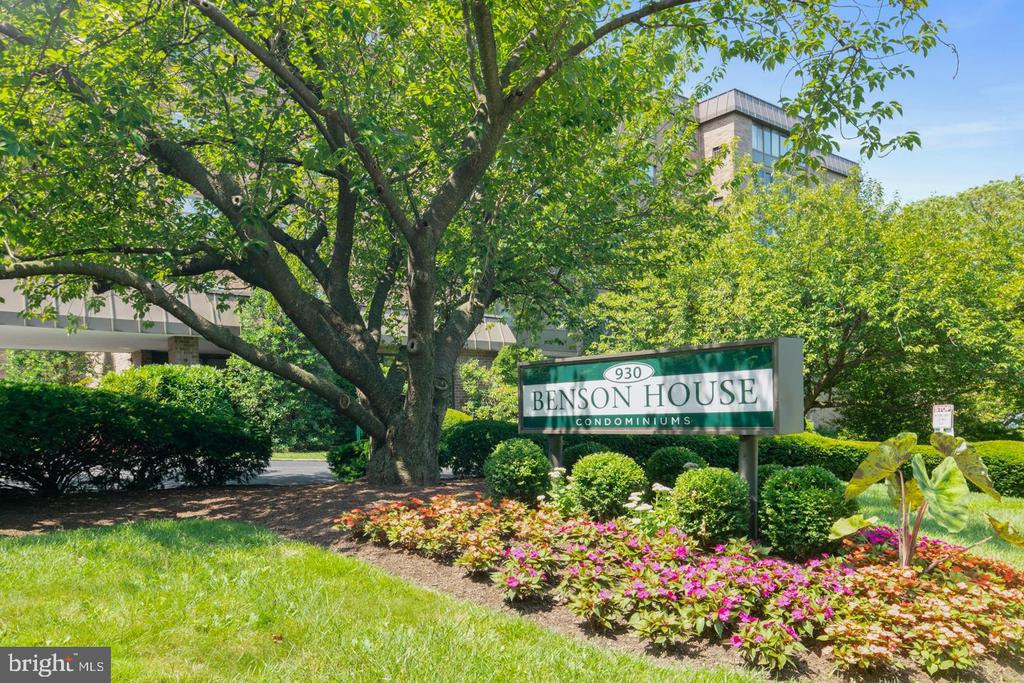 """Easy living in the heart of Bryn Mawr! Walk to all of the restaurants, shops, gyms, yoga studios, coffee shops, and more, just steps away in downtown Bryn Mawr. Also a short walk to the R5 train. This updated 3-bedroom, 2-bathroom condo has hardwood flooring throughout the main living areas, a fully renovated kitchen with cherry 42"""" cabinets and granite countertops. The cozy sunroom has been opened up and flows well with the breakfast area and kitchen. The master bedroom offers an en suite updated bath. Two other generously sized bedrooms, a second full bath, and a laundry room complete this charming and convenient condo. A storage locker in the basement comes with the unit. The Benson house is a six-story condominium that features an owner's room which is available for private parties, a bike storage room, newly renovated gym, library and picnic gather area. Schedule your showing today!"""