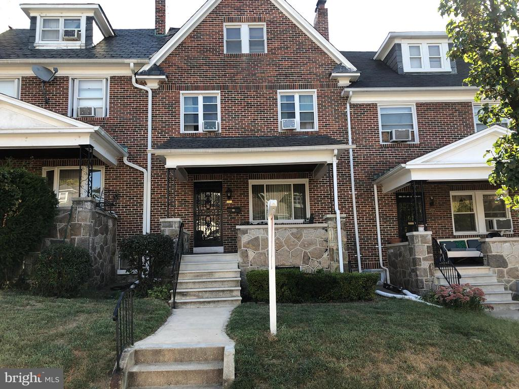 Well maintained 4 bedroom home! Attic is finished and has potential of being a 5th bedroom.  Gas fireplace, hard wood under carpeting, remodeled kitchen, breakfast area off kitchen, finished attic, paneled clubroom, etc.  Walking distance to public transportation.