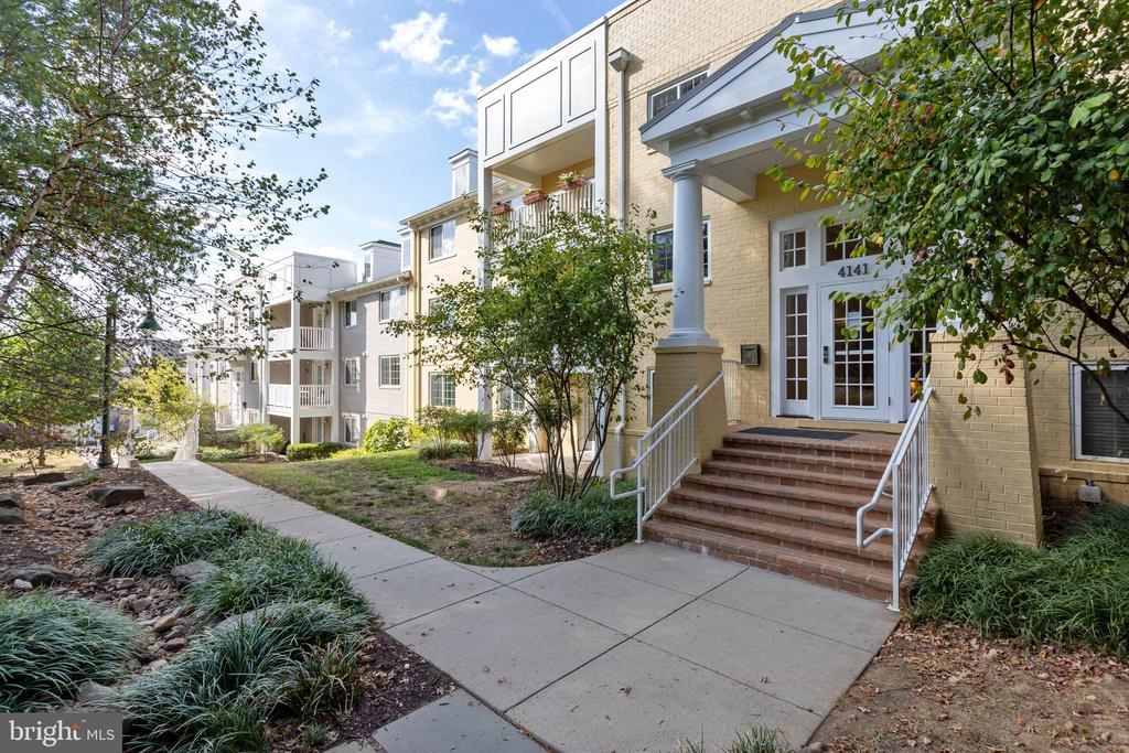 Arlington Homes for Sale -  Tennis Court,  4141 S FOUR MILE RUN DRIVE  402