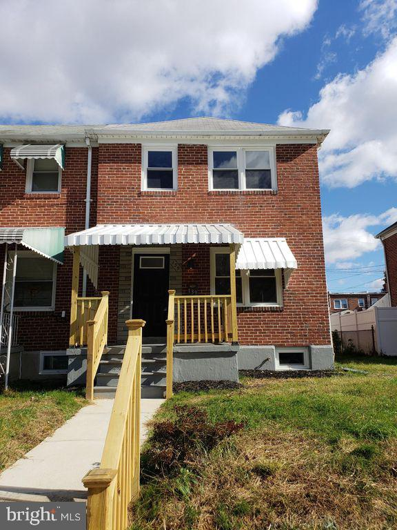 Fully renovated house from top to bottom. 3 bed 2 full bath with finished basement. Offstreet parking pad in rear. Huge gourmet kitchen with granite counters and stainless appliances. Best rental in the neighborhood!