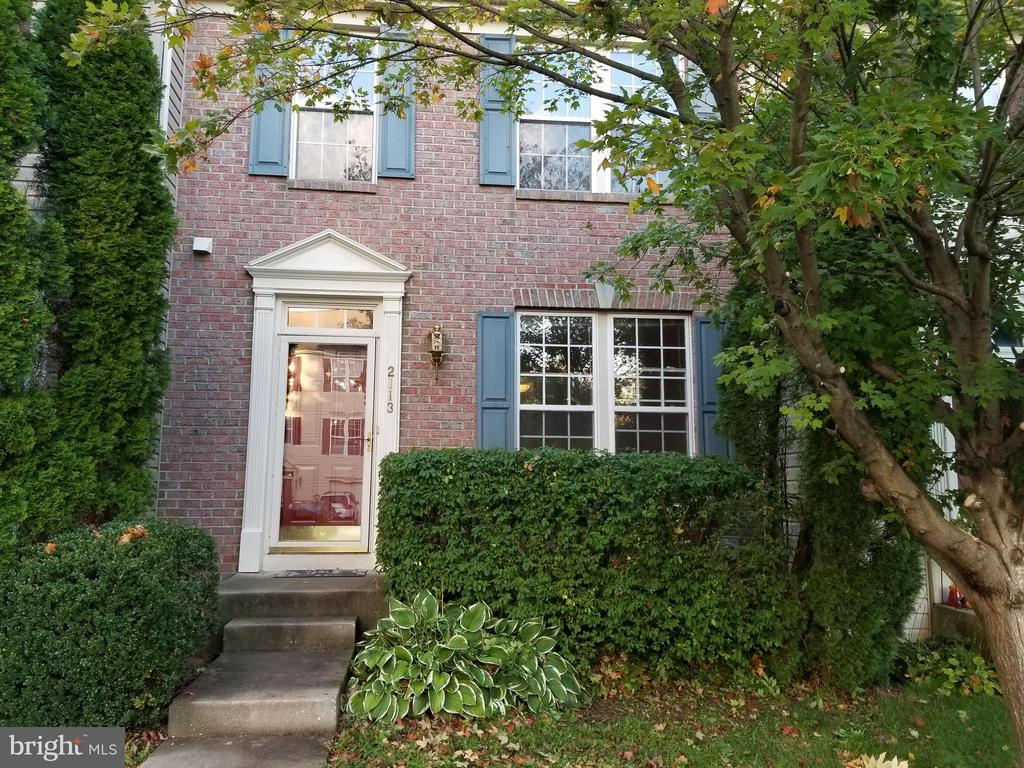 4 Bedroom TH in Waverly School is looking for a Buyer.