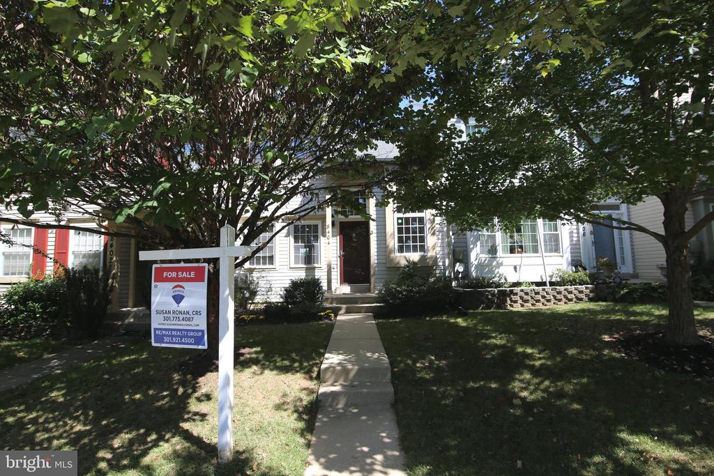8404  MEADOW GREEN WAY, Gaithersburg in MONTGOMERY County, MD 20877 Home for Sale