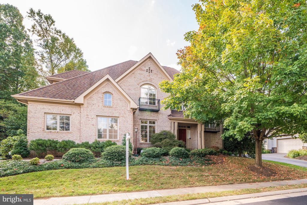1472 Carrington Ridge Ln, Vienna, VA 22182