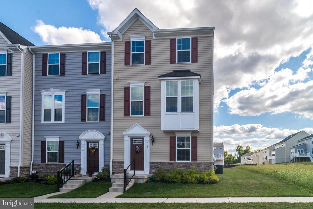 """Welcome to 640 Columbus Drive by Ryan homes. This beautifully appointed 1 year old END UNIT in Washington Square offers 3 bedrooms, 2.5 baths and a prime location backing to a future community park.  You'll love the exterior curb appeal featuring a custom bump-out on the second living level and a gorgeous stone watertable accented with custom landscaping.  Inside you'll find a spacious floorplan perfect for entertaining family & friends.  Gorgeous gourmet kitchen boasts  42"""" cherry cabinetry, granite counters, double sink, brushed nickel hardware, hardwood floors and an upgraded stainless steel appliance package including a desirable French-door style refrigerator.  Adjacent breakfast room with brushed nickel chandelier and rear sliding door leads to a upgraded composite deck offering beautiful  sunset views of a future community park.  Sundrenched  family room with bonus bump-out , triple windows,  wall mount for future TV hookup and a conveniently located powder room complete the main living level. Upstairs master bedroom suite offers a full walk-in closet and master bath complete with shower, cherry vanity, double sinks and brushed nickel hardware.  Two additional guest bedrooms, a second full bath and laundry room are also located on the upper living level.   Looking for more? Spacious lower level with hardwood entry offers two finished rooms ... the front room is a perfect location for a playroom or a secondary tv room.  The rear room has been finished with carpeting; a builder bonus on this home!  This bonus space offers a great location for a craft room or office.   One car garage is accessible through the lower level and opens to an oversized driveway that can hold an additional 2-4 cars.   Desirable Owen J. Roberts Schools!!  Easy access to Phoenixville, Royersford,  Collegeville, KOP and all area shopping.   Minutes to Rts 422 & 100.  This home is a must see on your home tour."""