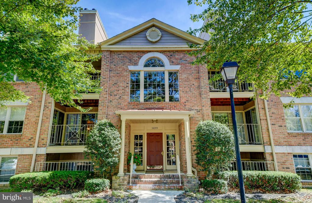 Outstanding 2 bedroom 2 bath garden level condo exquisitely updated and ready to move in.  Hereford school zone, seller can close quickly.  This is the ONE condo in Loveton that you must see! PLEASE CALL ALTERNATE AGENT WITH QUESTIONS!!!!