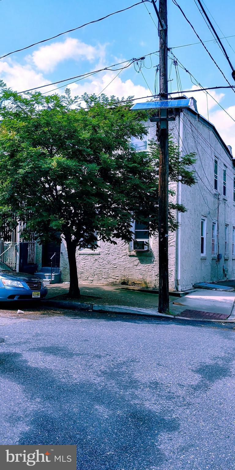 827 WALNUT STREET, CAMDEN, NJ 08103