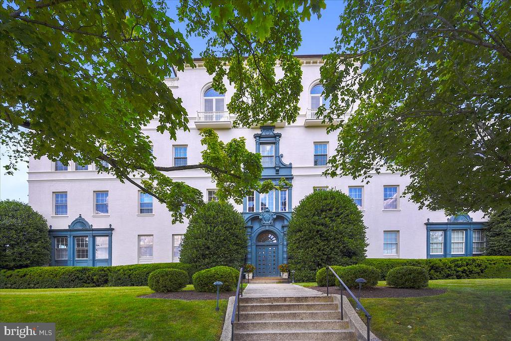 A rare opportunity to own this exquisite estate at 2 Wyndhurst Avenue.  One of six residences in this luxury co-op building, this home is truly spectacular.  Located as the only residence on the third level, this home can be entered from a lovely staircase or direct access from the elevator.  The details are stunning: nine-foot ceilings, gorgeous hardwood floors, decorative and working fireplaces, gracious room sizes and streaming natural light from four different exposures.  The impressive foyer opens to a beautiful living room, a formal dining room and a magnificent library.  The master suite anchors one end of the residence with a fabulous bathroom and over-sized walk-in closet.  At the other end, an eat-in kitchen with an adjoining bulter~s pantry and separate staff quarters (with a dedicated entrance).   A private and beautiful deck ~ perfect for a container garden - is complemented by the shared garden and sweeping lawn.  Two designated garages provide the utmost ease in coming home.  The most discriminate buyer will be overwhelmed by this one-of-a-kind residence.