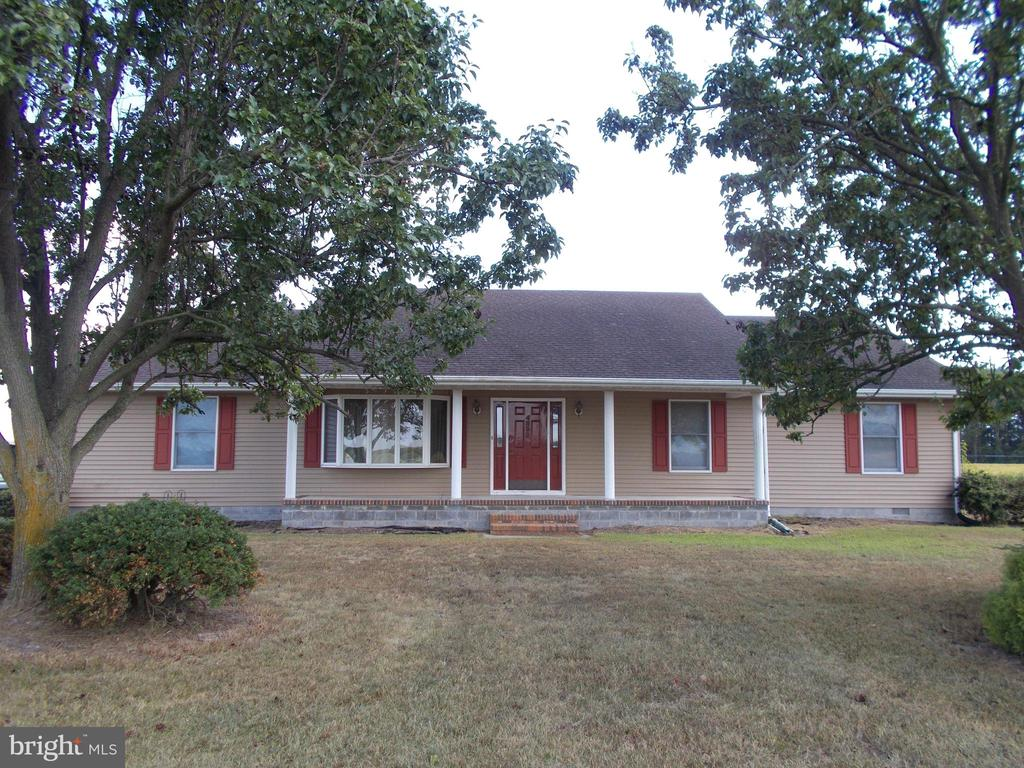Very nice 3/4 bedroom home for lease. Two full baths, washer and dryer.  Large outbuilding. Tenant is responsible for lawn maintenance. No pets & no smokers. Minimum credit score of 600 to be considered as tenant.