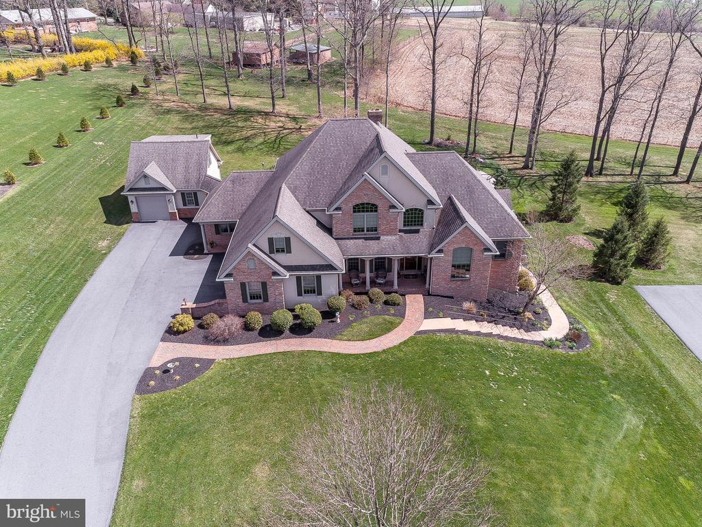 65 AUTUMN LEAF LN, Manheim PA 17545