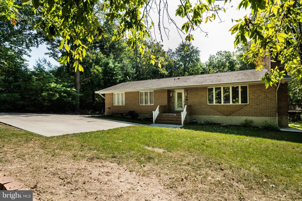 Lots of Great Space In This 4BR/3FB Upscale Rental-Extras Include Large Updated Kitchen,Stainless Appliances,Hardwood Floors, Fresh Paint and ,Fully Finished Lower Level  -Awesome Home In Great Location Near Shopping,Restaurants,Parks and Commuter Routes