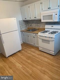 Just renovated! 3br, 1 full bathroom town home for rent. Wood floors throughout, new appliances, fridge, stove, microwave, washer, dryer, and lots more! Even a spacious back yard!