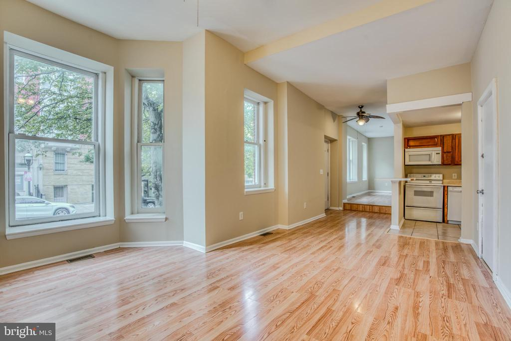 Spacious, sun-drenched 2bd/1ba apartment in Madison Park! Apartment includes two massive bedrooms, dedicated central air, in-unit washer/dryer, dishwasher and more! Additional storage space in basement available for tenant use. Available ASAP. Tenant covers gas/electric. No pets.