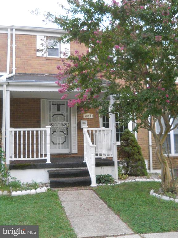 """#241-930320 - to submit offers visit www.hudhomestore.com - HUD Homes are """"Sold as is, managed by Olympus AMS"""". Townhouse with L/R, D/R, kitchen, 3/BR's, 1.5 baths, finished basement, front porch and backyard with parking space."""