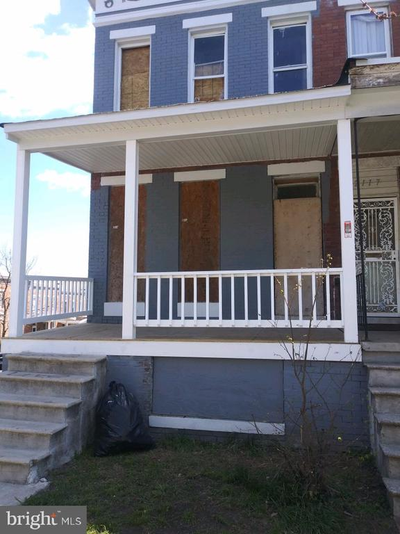Investors dream come true. Spacious end unit with 2 car garage will be the star of the block once renovated. Estimated after renovation value of 180k+. Newly installed roof, drywall and framing partially done. Property is an assignment.