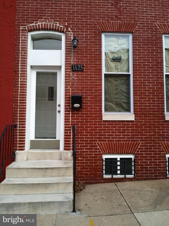 PUBLIC ONSITE AUCTION:  Weds Oct. 23rd 2019 @ 11:00 AM. List Price is Suggested Opening Bid.  Completely Renovated 3 story townhome in the Upton area. Property is Vacant. 10% Buyer's Premium or $1,000, whichever is greater. Deposit $10,000. For full Terms and Conditions contact auctioneer~s office.