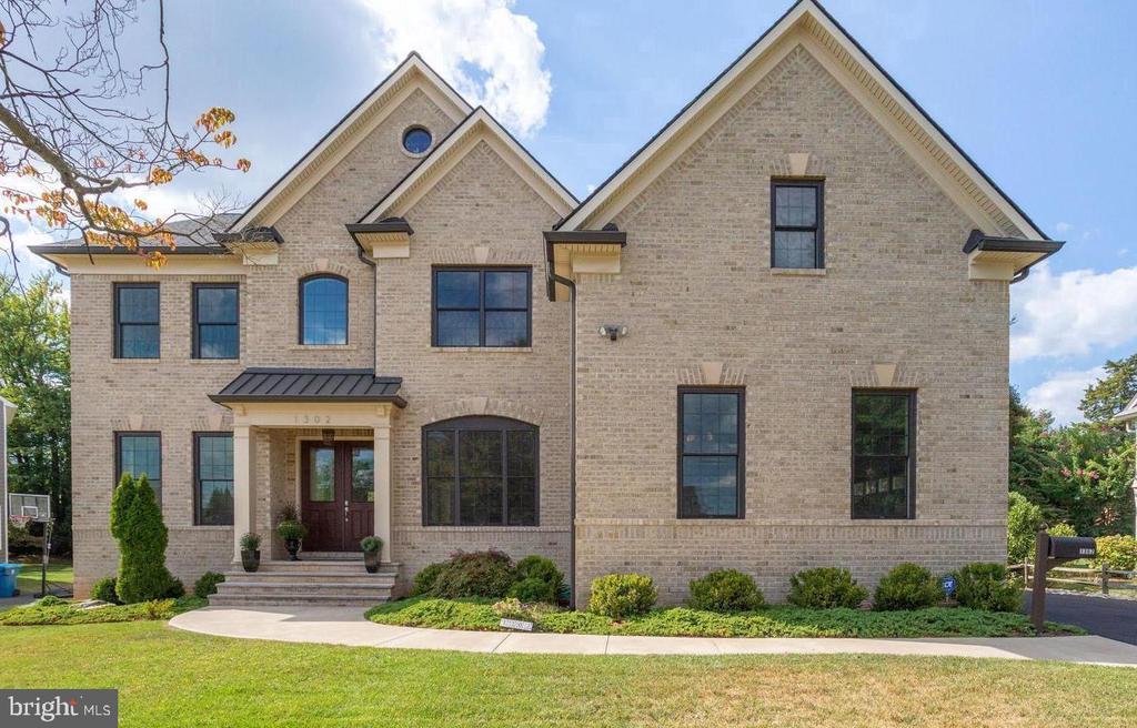 1302 Calder Rd, McLean, VA 22101