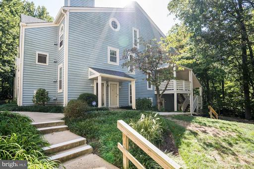 7813 Willow Point Dr, Falls Church, VA 22042