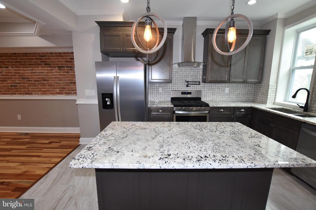 Fully renovated house in rapid developing neighborhood convenient to Hopkins Hospital. Spacious kitchens with high-end granite CT, SS Whirpool appliances, Pot filler, range hood and >5 feet center Island.  Exposed brick and tray ceiling and soon to be built ROOF Top Deck with a fantastic view. Commission on net proceeds only.